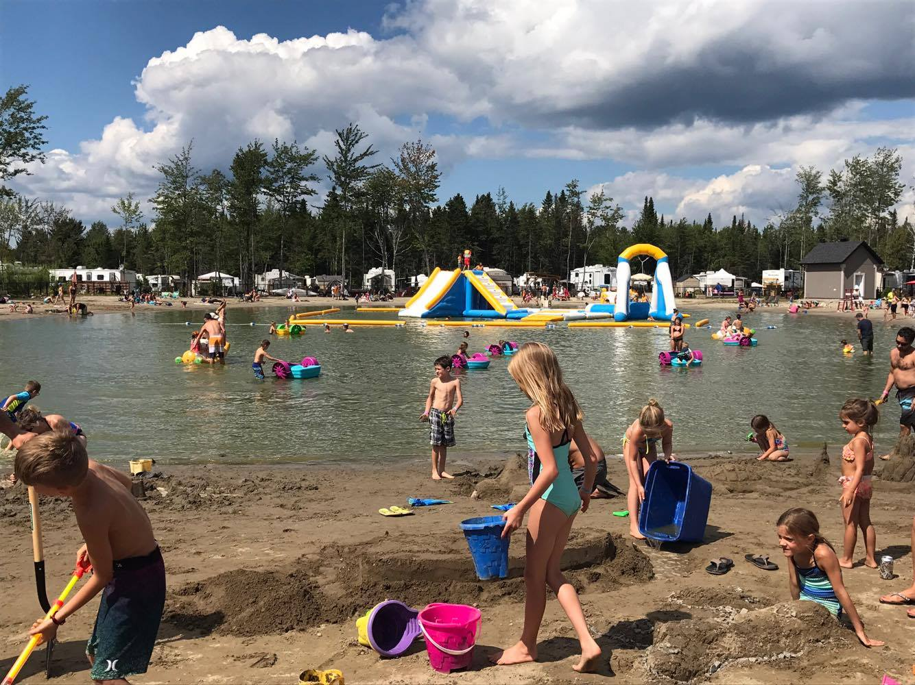 http://www.familizoo.com/ENG/wp-content/uploads/2019/01/beach-party-2017-complexe-atlantide-8.jpg