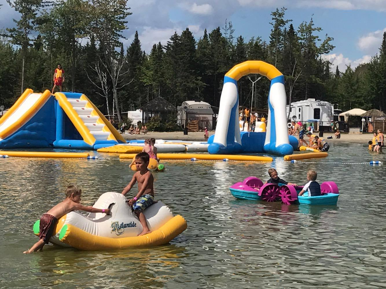 https://www.familizoo.com/ENG/wp-content/uploads/2019/01/beach-party-2017-complexe-atlantide-9.jpg